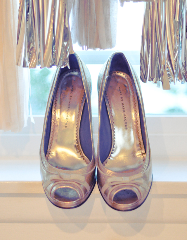 wedding shoes+confetti system+marc jacobs+gold shoes+