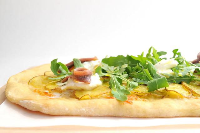 pizza branca com batata e anchova