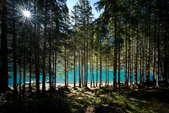 the power of sun @ oeschinensee . switzerland (Toni_V) Tags: leica sun nature landscape schweiz switzerland suisse hiking rangefinder unesco kandersteg bern 12mm mountainlake bergsee voigtlnder worldheritage m9 berneroberland randonne ultrawideheliar oeschinensee 2011 messsucher flickraward 110910 toniv leicam9 theacademytreealley l1003827