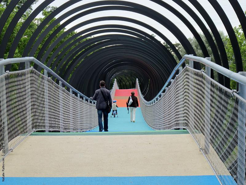 Slinky bridge