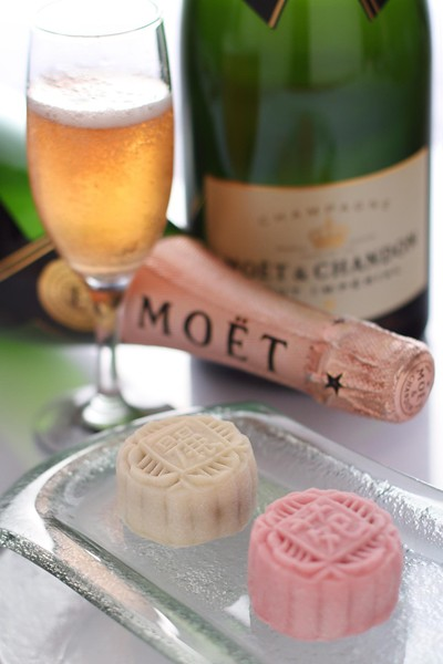 Moet & Chandon Mooncakes - Li Yen