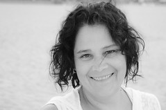 Explore \ 390 \ 9 aot 2011 (Sous l'Oeil de Sylvie) Tags: summer vacation portrait blackandwhite me face sylvie women noiretblanc femme moi 1855mm t virginiabeach sourire plage vacance visage grosplan k7 heureuse
