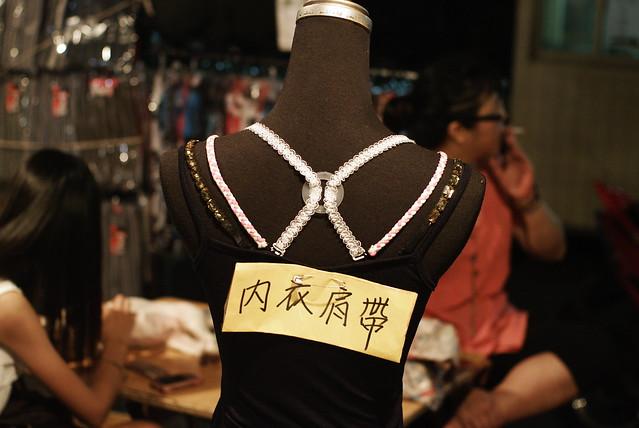 去逛夜市拍到的超酷國中生,以及偷拍到的身材超級好的MD內衣肩帶