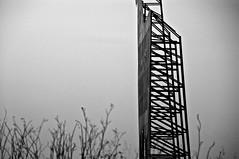 fragmento (mariano snchez g. del moral) Tags: blancoynegro nikon d70 negro paisaje bn desenfoque contraste fotografia len aire siluetas estructuras composicion desenfocado 2011 fragmentos emeche