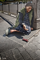 La otra cara de Madrid (Calle de Alcal) (dleiva) Tags: madrid espaa homeless social via gran domingo leiva sintecho marginacin marginacion reportaje dleiva