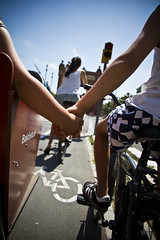 Felix et Lulu _1 (Mikael Colville-Andersen) Tags: barcelona fashion bike bicycle kids children cycling hand lulu felix cycle infrastructure bici catalunya holdinghands bikelane chic cycletrack fahrrad hold vlo cykel facilities cargobike bakfiets ladcykel cyclechic velopassioncc
