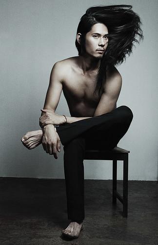 [フリー画像] 人物, 男性, 髪がなびく, 201108231700