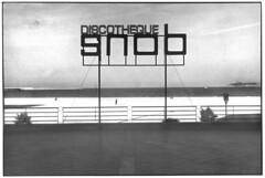 Title inside (teddy.harvest) Tags: bw film darkroom print 50mm 1600 hp5 discotheque ilford tanger analogic nikonfm ilfotecddx scanfromprint nikkorais fromdarkroom iexchangeprint paperkodakkodabrom