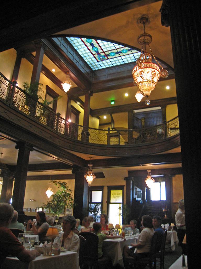 Geiser Grill dining room