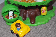 Vintage Kenner Family Tree House (jadedoz) Tags: dog house tree car vintage toys swing willow tots 1975 kenner tinytots kennel barky treemont familytreehouse