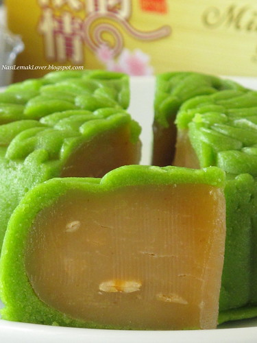 Green tea snow skin mooncake绿茶冰皮月饼