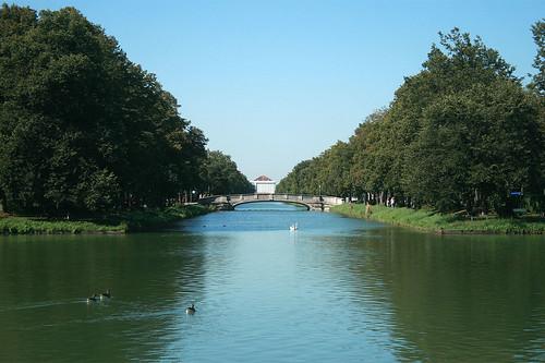 Blick Richtung Schloß Nymphenburg vom Brunnenhaus