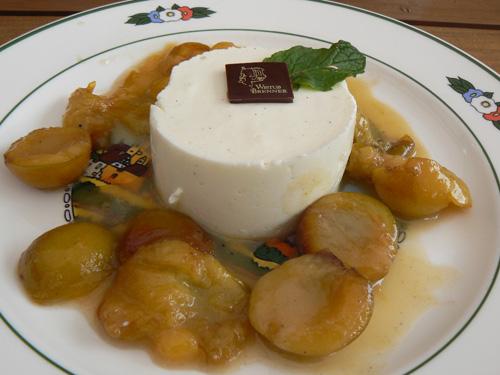 mousse de fromage blanc, poelée de mirabelles.jpg