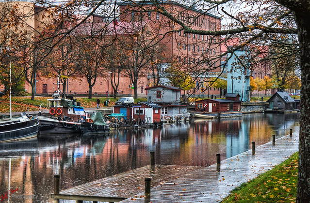 Boats on the canal on a rainy afternoon