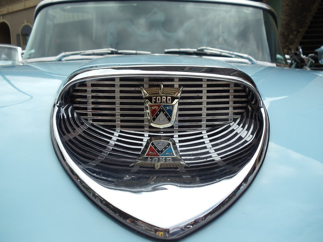 "Ford Fairlane 500 Skyliner ""upper grill"""