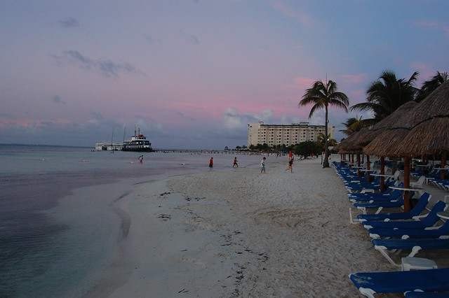 cancun_resort_sunset