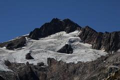 Scheuchzerhorn ( BE - 3`462m - Berg - Mountain ) mit Tierberggletscher ( Gletscher - Glacier ) im Grimselgebiet in den Alpen - Alps im Berner Oberland im Kanton Bern in der Schweiz (chrchr_75) Tags: schnee snow mountains alps ice nature water landscape schweiz switzerland wasser suisse hiking swiss natur september glacier berge neige alpen christoph svizzera gletscher eis landschaft glaciar berner wanderung suissa 1109 2011 grimselpass chrigu wanderwege  kantonbern chrchr hurni chrchr75 chriguhurni september2011  jtikkvaellus hurni110913 bumgletscherglacier chriguhurnibluemailch albumgletscherglacier albumzzz201109september