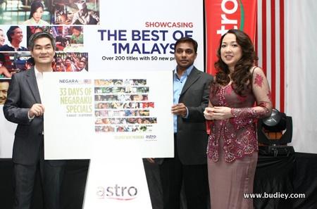 (Fr L-R) Henry Tan, COO Astro_ Vincent De Paul, News Controller, Astro_ Dato' Rohana Rozhan, CEO Astro