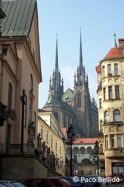 Vista de la catedral desde la calle Josefská. © Paco Bellido, 2005