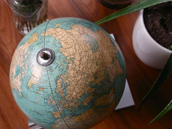 vintage globe 003
