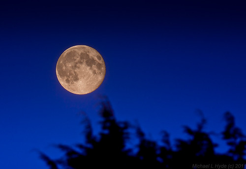 Moon rising 140811 by Mick Hyde