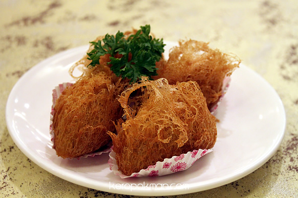 Deep-Fried Yam Stuffed with Minced Chicken