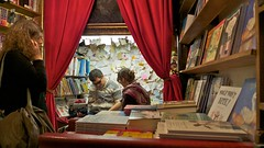shakespeare and company revisited - paris (Frans & all) Tags: paris reading poetry books bookshop parijs lezen shakespeareandcompany allfrans