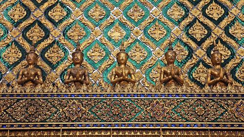 Budda, szmaragd i kokosy