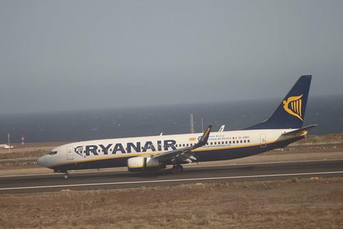 Ryanair 737-800 @ Tenerife Sur Airport