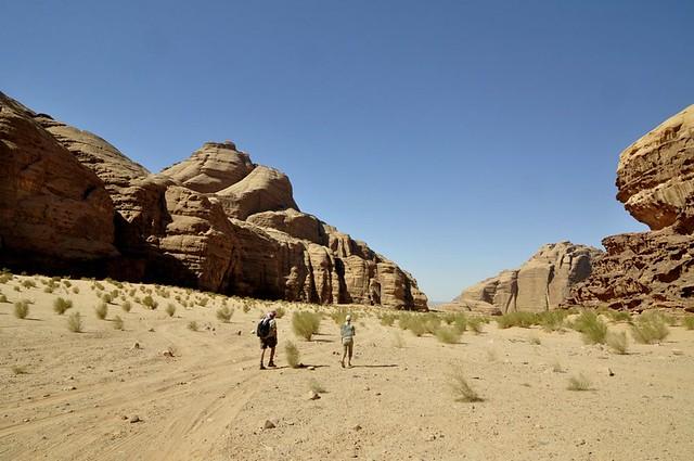 trekking wadi rum