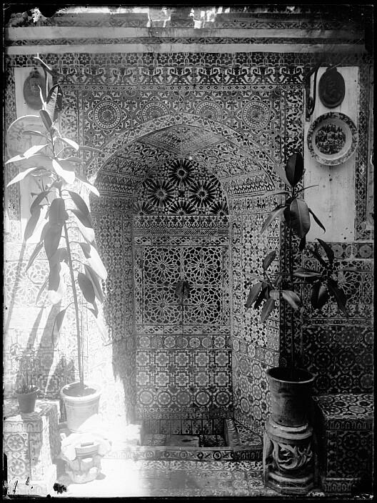 Patio en la Calle Instituto en el siglo XIX. Fotografía de Casiano Alguacil. Ayuntamiento de Toledo