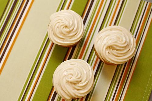 swirly cupcake frosting