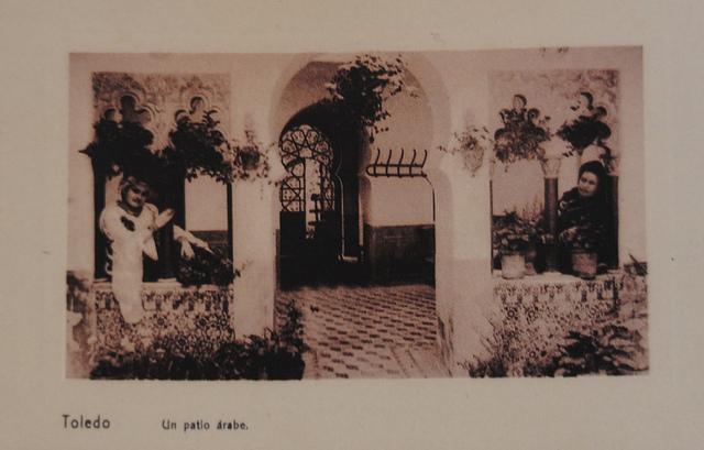 Patio de la Calle Santa Úrsula 11 a comienzos del siglo XX. Edición Menor