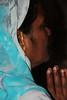 IMG_0192 (www.studiopessinger.fr) Tags: portrait woman face femme religion devotion voile couleur rituel profil visage inde religieux saari hindouisme indienne prière culte croyance