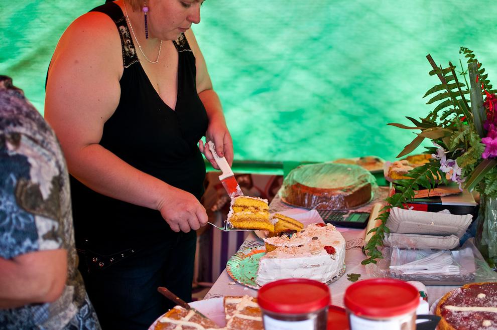 Elfrhide Shopffer, productora de tortas, dulces y mermeladas, vende sus productos en el festival, también licores y dulces elaborados artesanalmente. Las familias yegreñas se caracterizan por sus dinastias productoras de todo tipo de dulces, destilación del alcohol, cañas y vinos. (Elton Núñez)