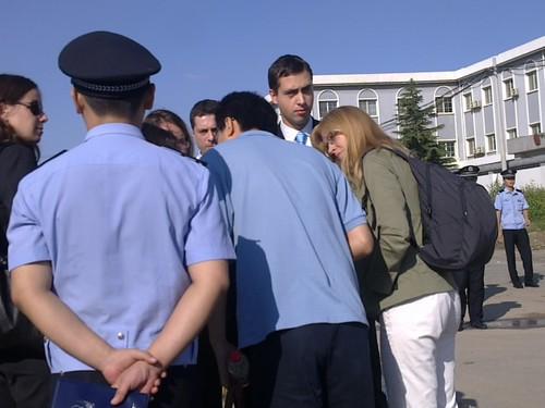 欧盟使馆人员5人被挡在外面