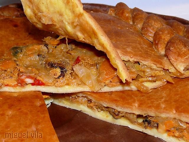 Empanada de mejillones y chorizo