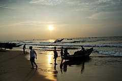 Puri, Fishermen & boats-1 (madamasu) Tags: india beach nikon fishermen earlymorning fishingboats fishingvillage puri d700 odisha leitax leicaelmarit28mmv2