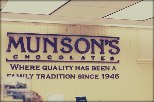 munson's chocolates sign