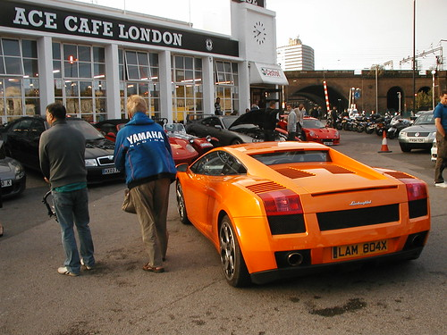 Lamborghini Gallardo by Roz Bennetts