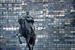 Artigas entre la espada y la pared (Plaza de la Independencia Montevideo-Uruguay) (dleiva) Tags: plaza wall del ame