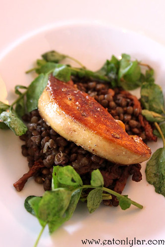 Pan seared fresh foie gras with lentils and morel mushrooms (escalope de foie gras salteado sobre lentilhas com morilles), Restaurante Tágide