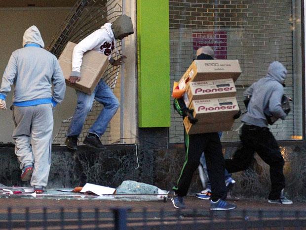 britain-riots_