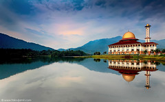 Welcome to DQ - 1st Visit (Fakrul J) Tags: lake mountains reflection mosque canonefs1022mmf3545usm 9s 2011 pseudohdr ndgrad kualakububaru canoneos500d hitechfilter darulquran lee105mmcircularpolarizer fakruljamil