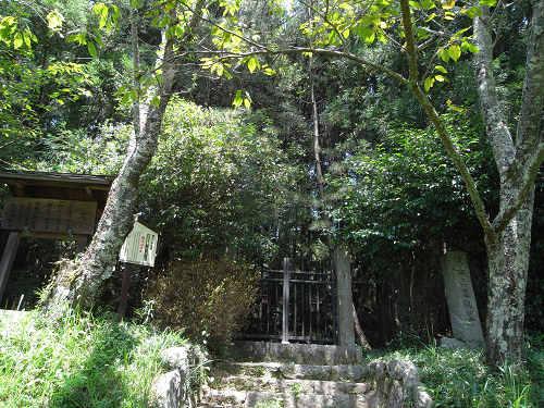女流歌人が静かに眠るお墓『鏡女王忍阪墓』@桜井市