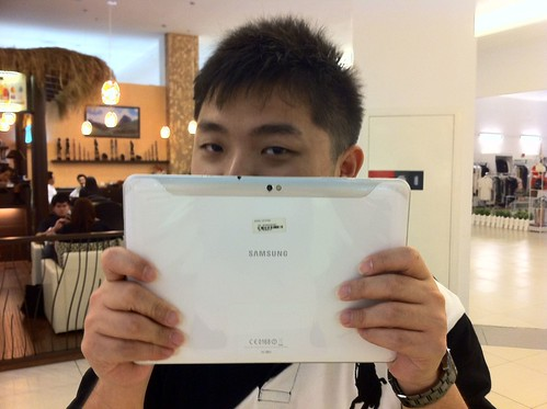 Samsung Galaxy Tab 10.1 is in my hand! =)