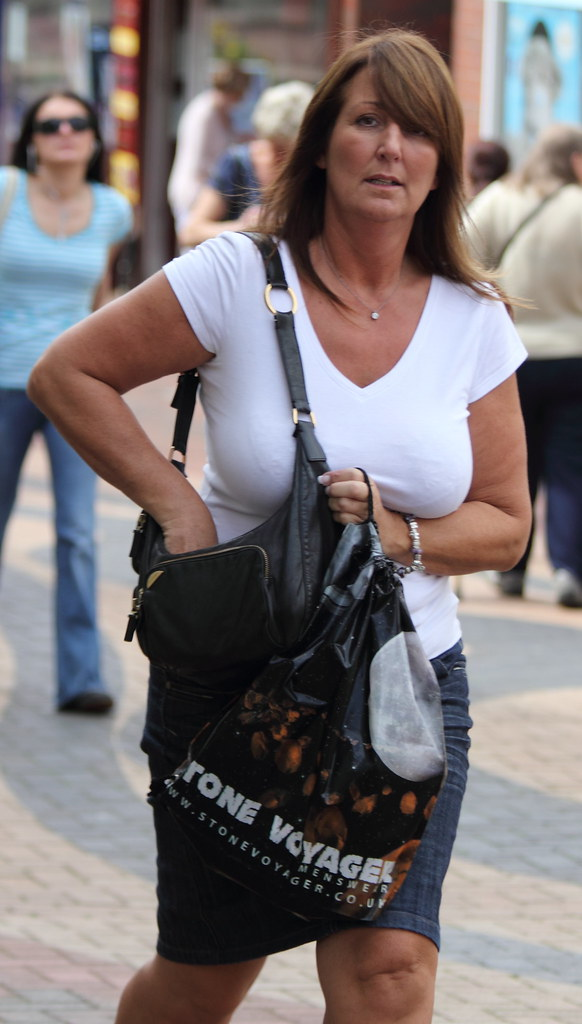 Candid Jeans Walking-1471