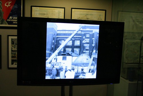 TV showing photos of the arrival of the module in 1976