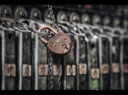[ forgotten padlock 369 ]