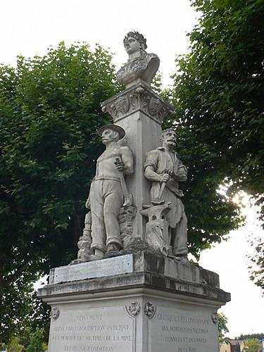montceau les mines monument aux mineurs, veuves et orphelins 1.jpg